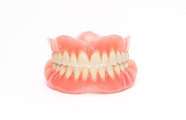 お口にぴったりフィットする入れ歯を作ります
