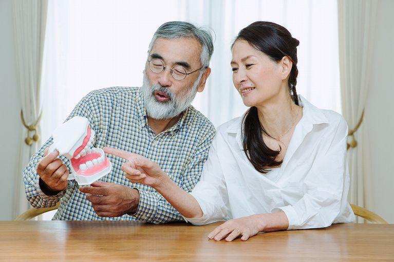 【保険義歯】初めて入れ歯を使う方にオススメ